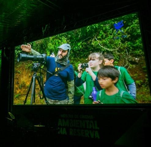 Cine.Ema divulga programação on-line com filmes, séries e bate-papos