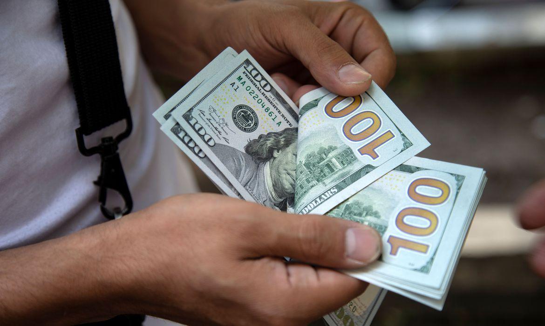 Dólar cai para R$ 5,54 e fecha no menor nível em duas semanas
