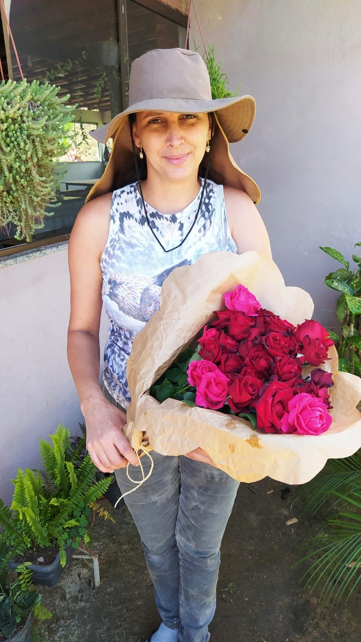 Quem São Elas: Produção de rosas é destaque em Dores do Rio Preto