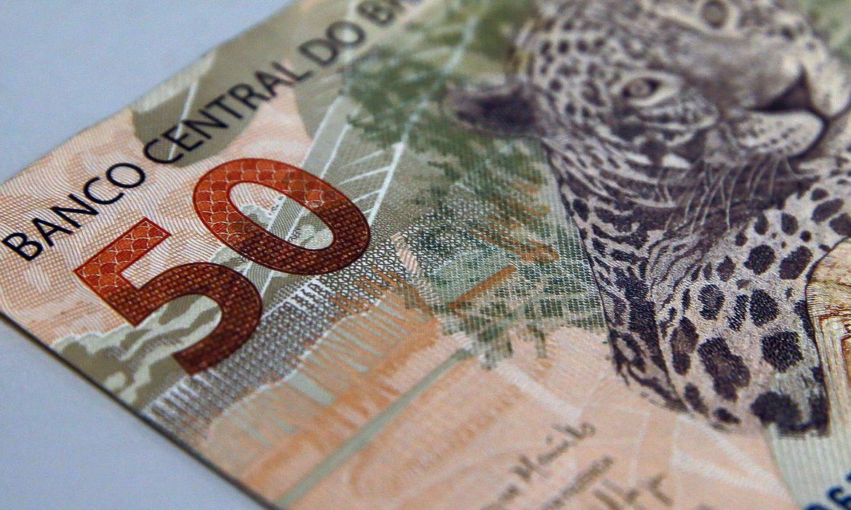 Bolsonaro anuncia aumento do salário mínimo para R$ 1.100
