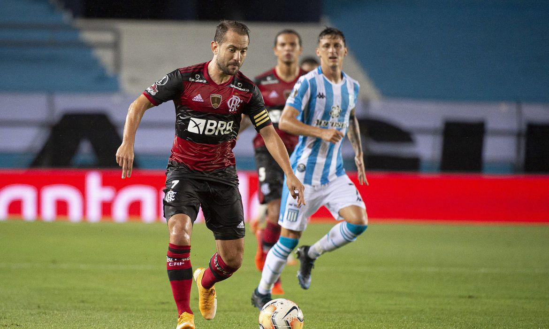 Libertadores: com um a menos, Flamengo segura empate com Racing