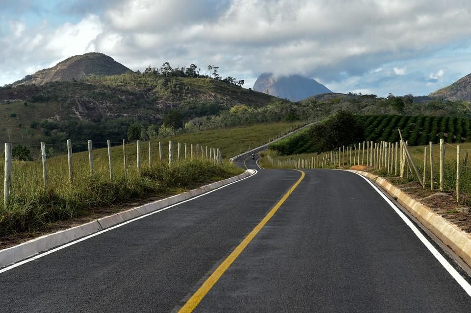Apiacá e Alfredo Chaves recebem investimentos do Programa Caminhos do Campo