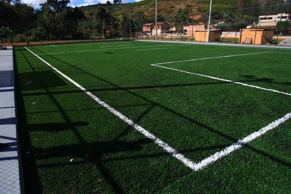 Campos Bom de Bola em Itaguaçu e Marilândia entram em fase final de construção