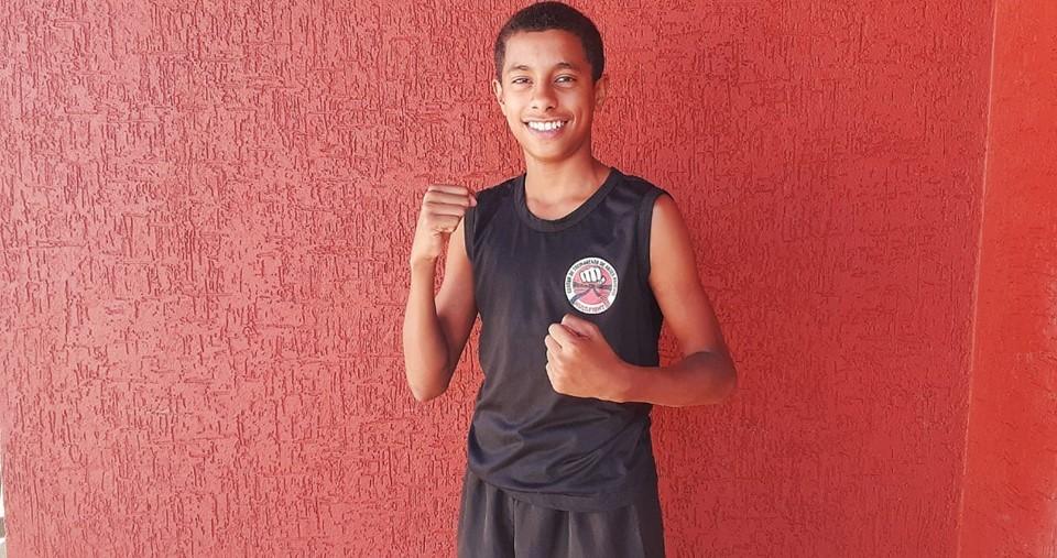Lutador capixaba conquista terceiro lugar em torneio virtual de Kickboxing
