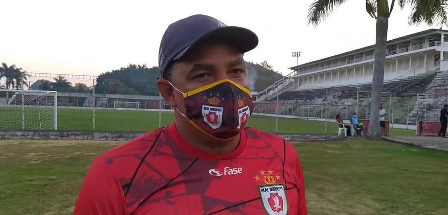 """""""Poderíamos ampliar o placar"""", afirma técnico Duzinho, após terceira vitória do Real Noroeste na Série D"""
