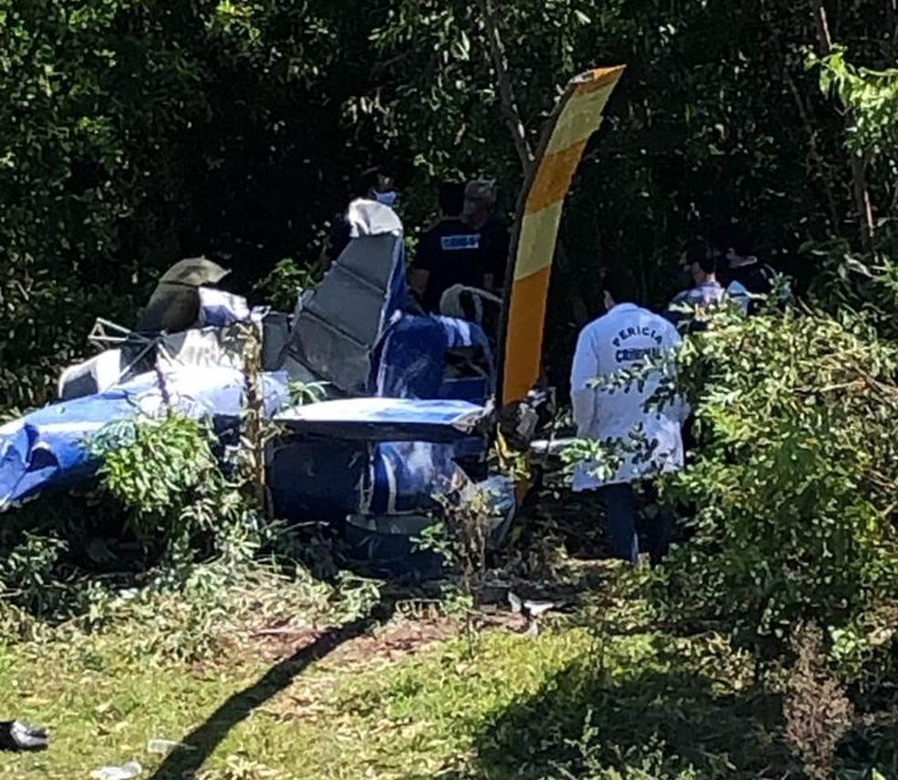 Peritos da Aeronáutica começam investigação sobre queda de helicóptero no ES