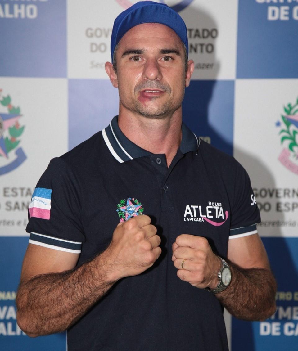 Contemplado pelo Bolsa Atleta, Douglas Rossini disputa campeonato estadual de Kickboxing