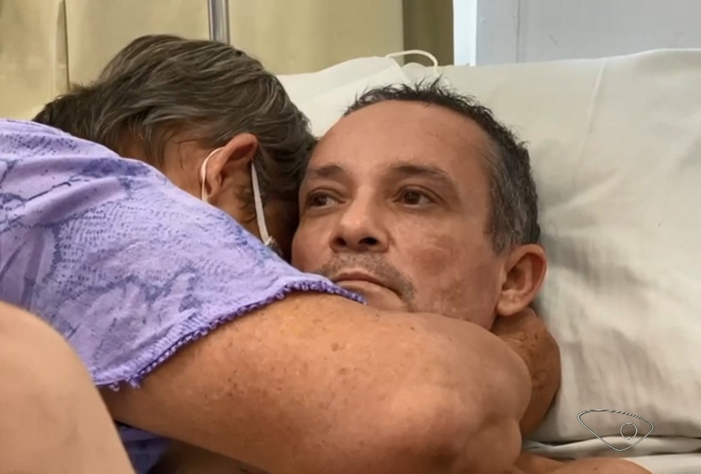 Mãe reencontra em hospital do ES o filho desaparecido há 10 anos