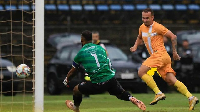 Com dois gols de Zé Love, Brasiliense vence o Real Noroeste avança na Série D 2020