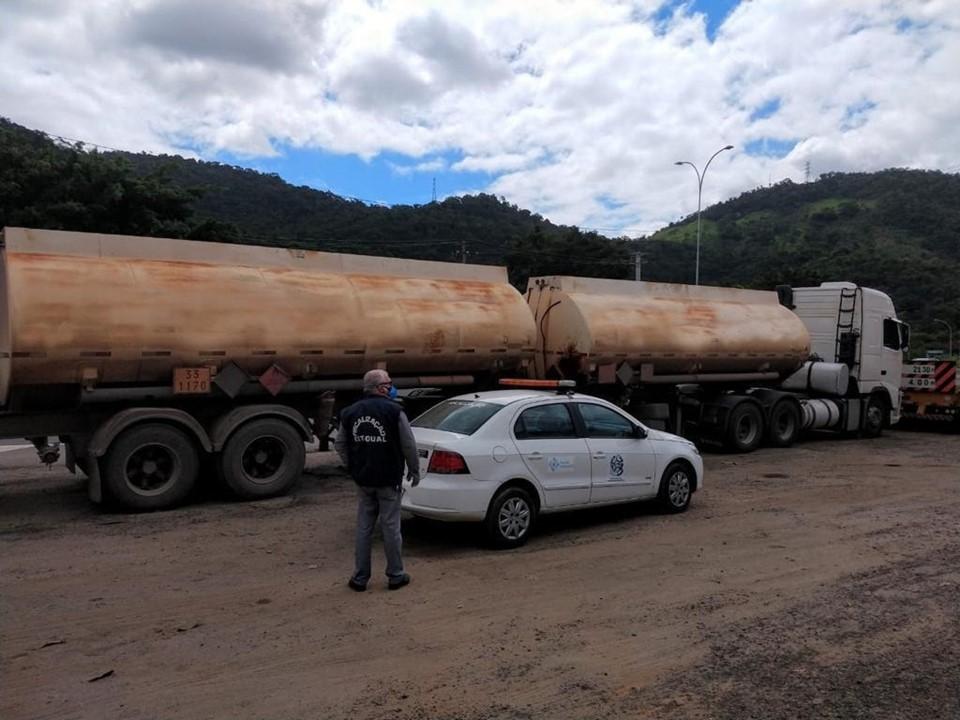 Ação conjunta da Sefaz e PRF apreende caminhão com mais de 40 mil litros de álcool