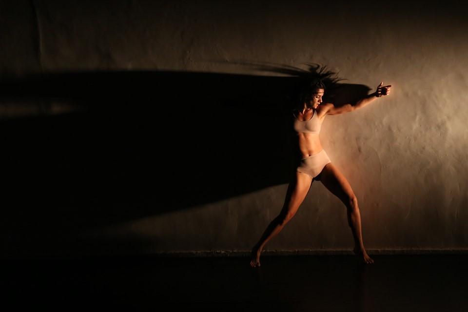 Livro de fotografias de Carlos Antolini registra 30 anos da dança profissional no Espírito Santo