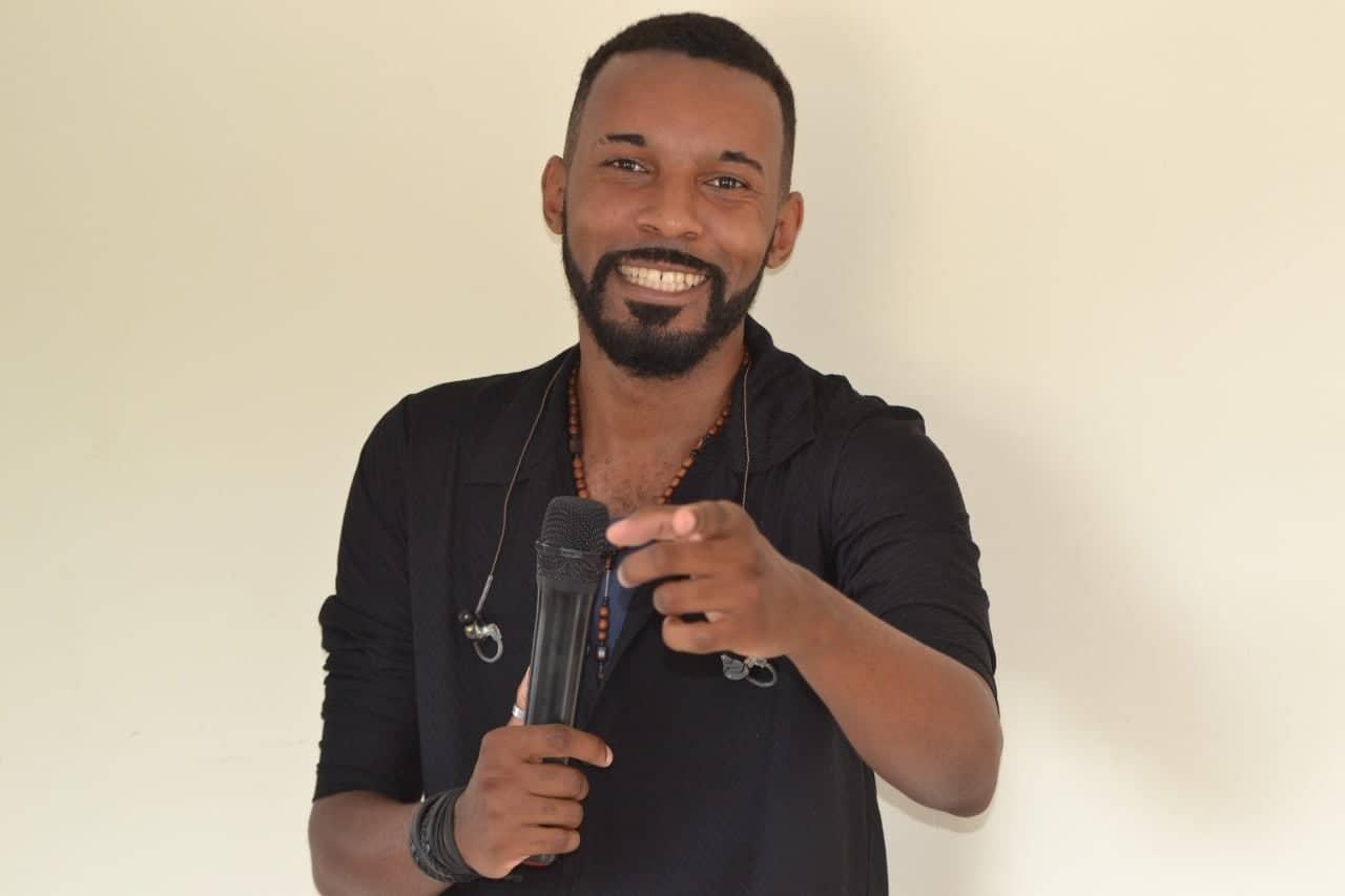 Música de cantor aguiabranquense é sucesso na região