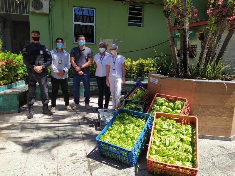 Unidade prisional de Cachoeiro de Itapemirim doa hortaliças a hospital do município