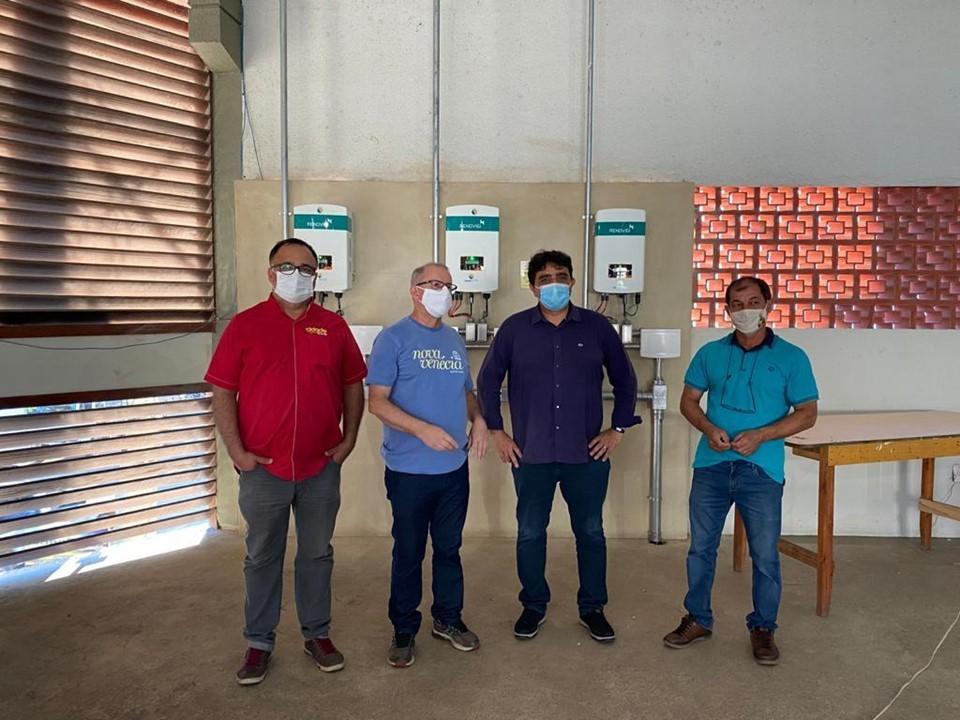 Governo do Estado entrega sistema de geração de energia solar para associação de agricultores de Nova Venécia