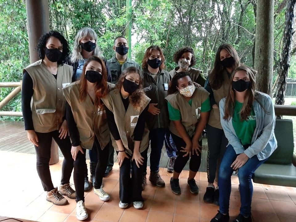 Voluntárias vivenciam rotina dos parques Pedra Azul e Forno Grande