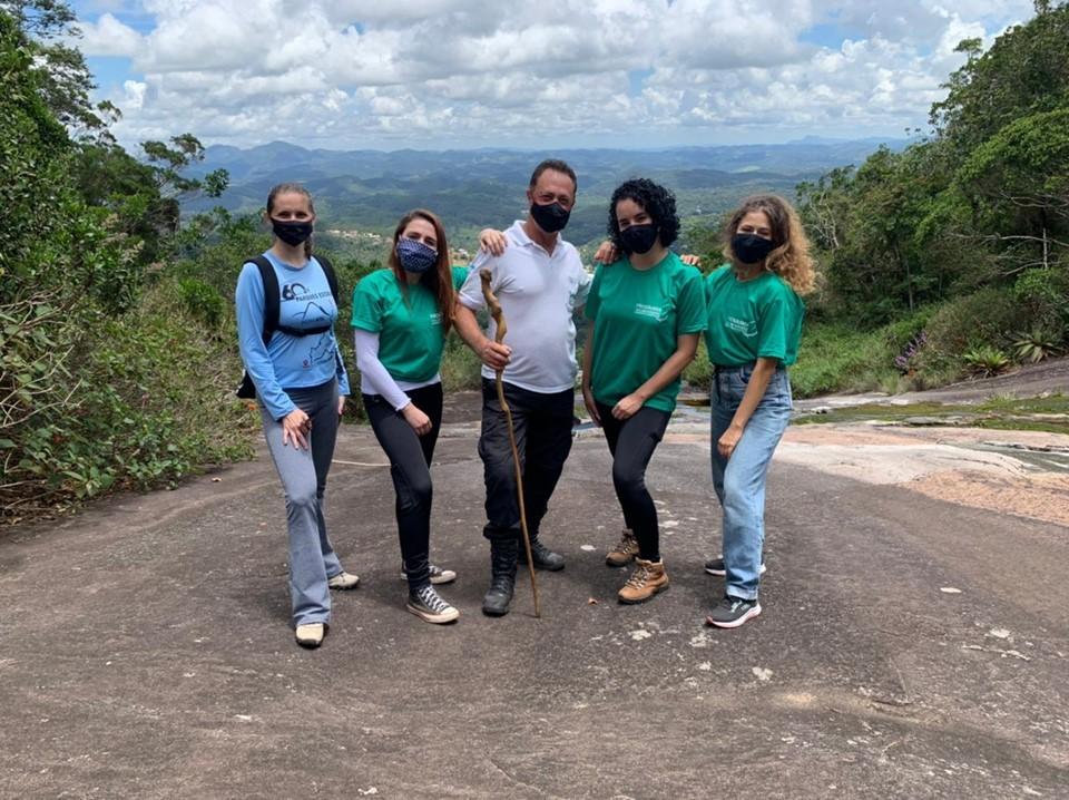 Voluntários iniciam atividades nos parques estaduais Pedra Azul e Forno Grande