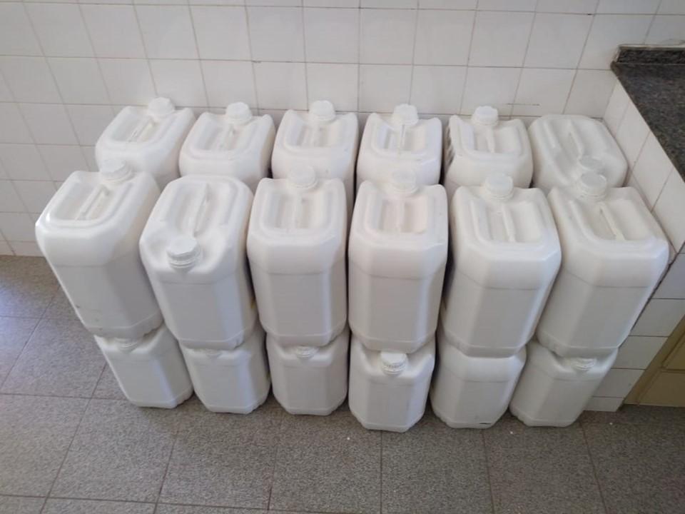 Idaf apreende carga irregular de 580 litros de agrotóxicos