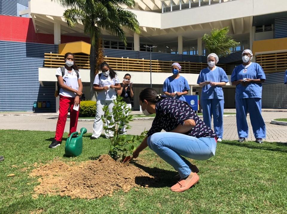 Hospital Jayme Santos Neves homenageia funcionárias