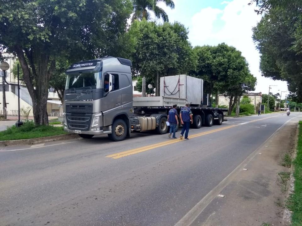 Sefaz realiza operação para fiscalizar transporte de rochas