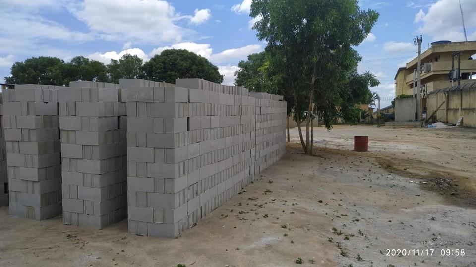 Internos de unidade prisional de Linhares produzem blocos em projeto ressocializador