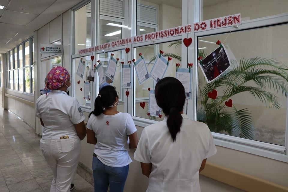 Catarinenses fazem homenagem aos profissionais do Hospital Dr. Jayme Santos Neves