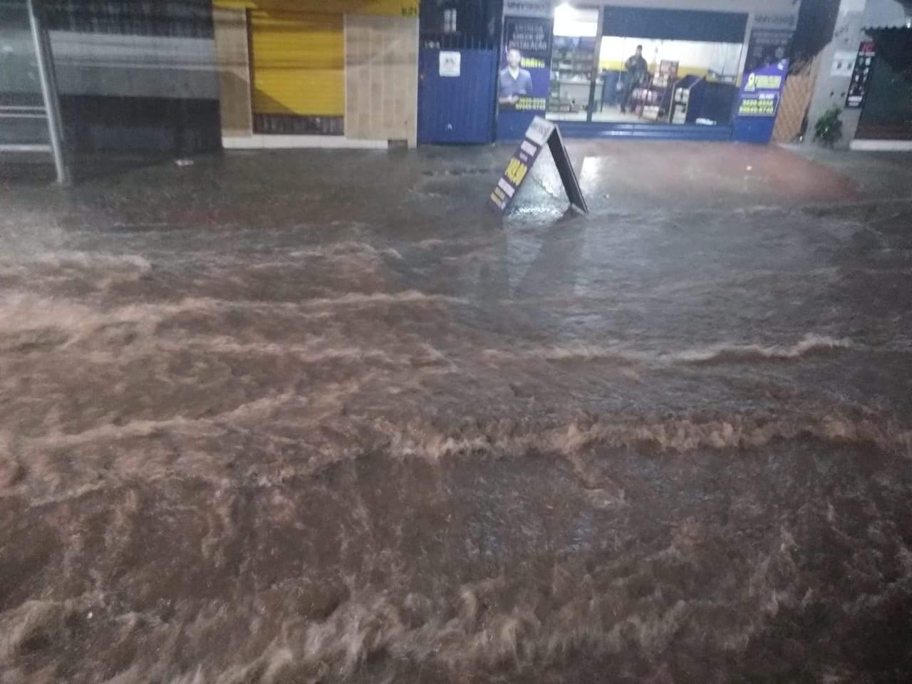 Alerta de tempestade e chuvas intensas continua para 76 cidades do ES