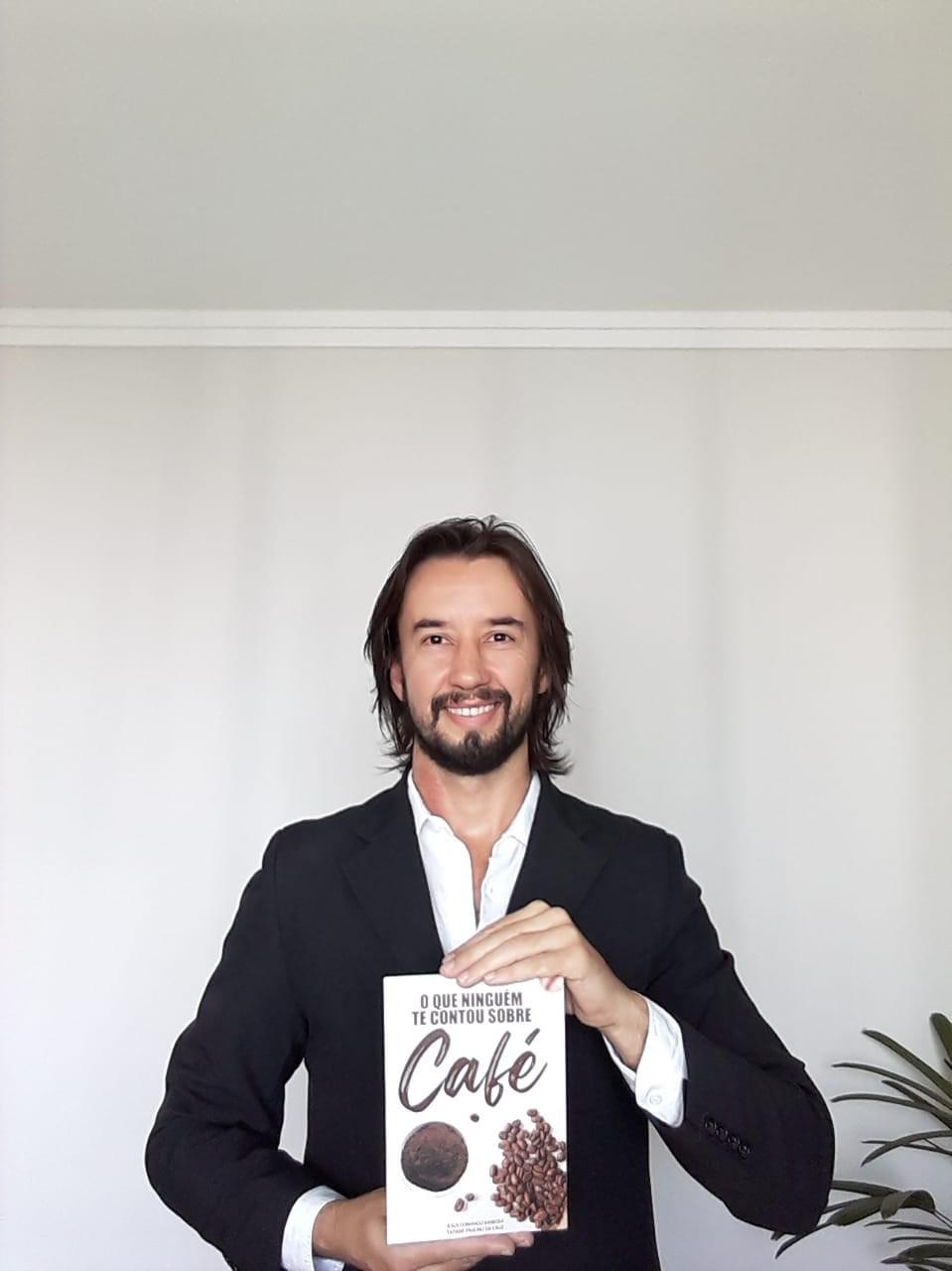Servidor do Idaf lança livro sobre cafeicultura