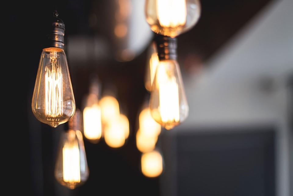 Procon-ES orienta consumidores sobre ressarcimento de danos causados por picos de energia elétrica