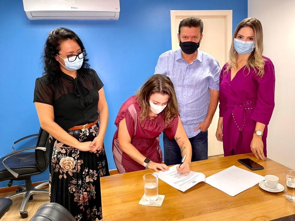 Cariacica conhece projeto dos CRJs e adere ao Pacto Estadual pelo Enfrentamento da Violência contra as Mulheres