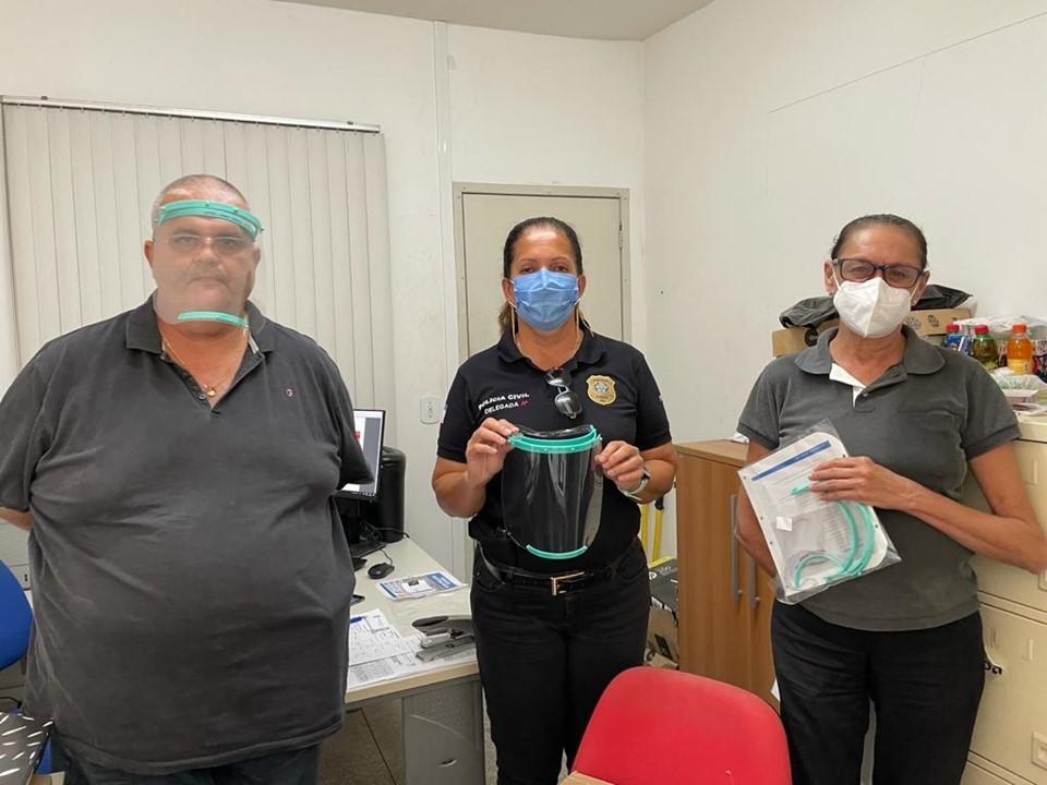 """Polícia Civil reforça segurança dos servidores com entrega de """"face shields"""""""