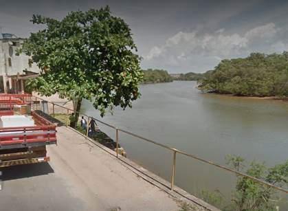 Tio e sobrinho morrem após carro cair dentro de rio em Praia Grande