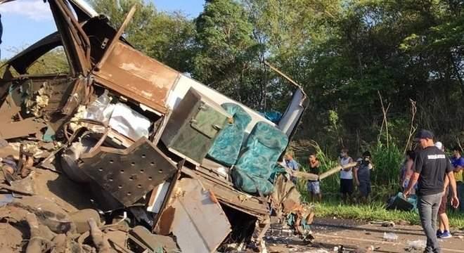 Sobe para 41 o número de mortos em acidente em Taguaí, em SP