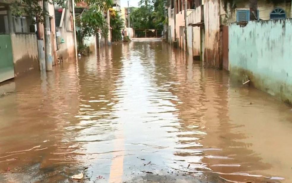 ES tem quase 800 pessoas fora de casa por causa da chuva