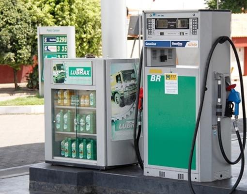 Enivaldo diz que abastecimento em postos de combustível também está suspenso