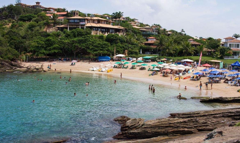 Justiça determina que turistas deixem a cidade de Búzios em 72 horas; praias vão ser fechadas