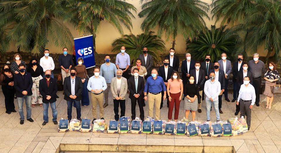 Governador, secretários e dirigentes de órgãos fazem doação de cestas básicas em prol da campanha ServidorES Solidários