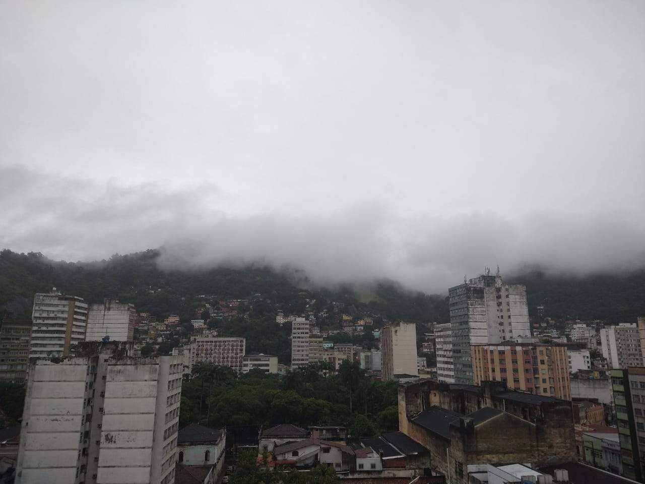 Fim de semana será de chuva e ventos fortes em todo o Espírito Santo, diz Instituto