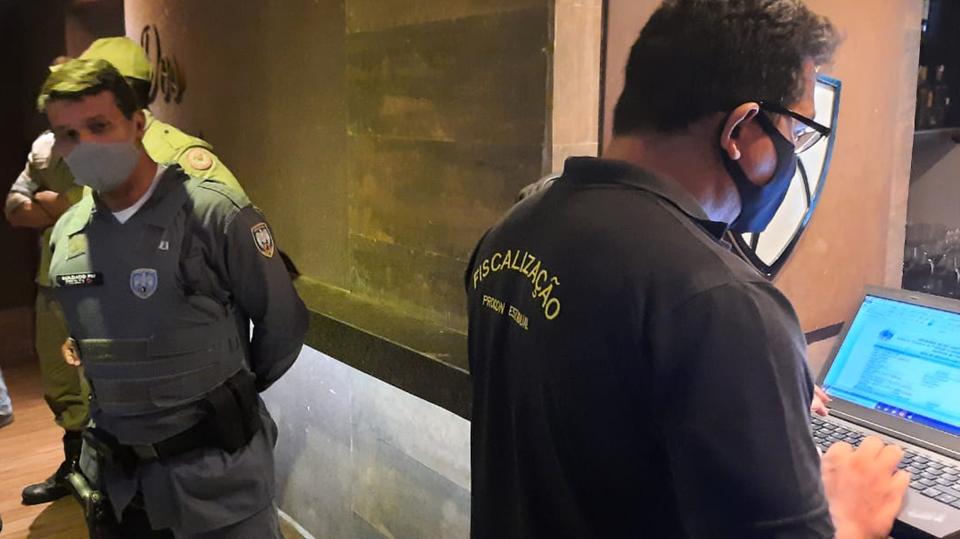 Procon-ES multa bares em mais de R$ 68 mil por descumprimento às regras sanitárias de enfrentamento à Covid