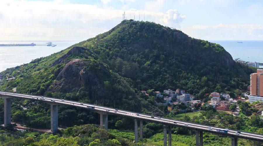 Inspetor penitenciário é baleado em trilha do Morro do Moreno