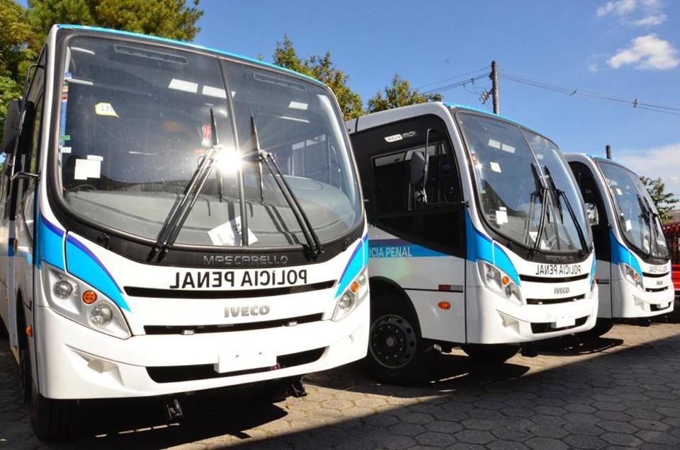 Sejus recebe ônibus adaptados para movimentação carcerária