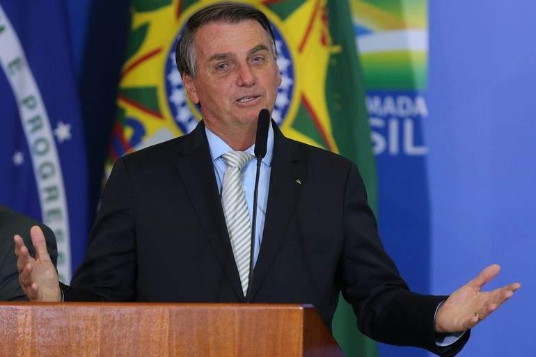 """Bolsonaro convoca população para """"dia de jejum e oração pela liberdade"""""""