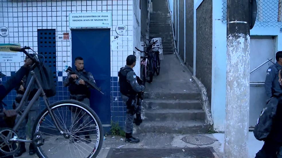 Após intenso tiroteio, bairro Jesus de Nazareth, em Vitória, é cercado pela polícia