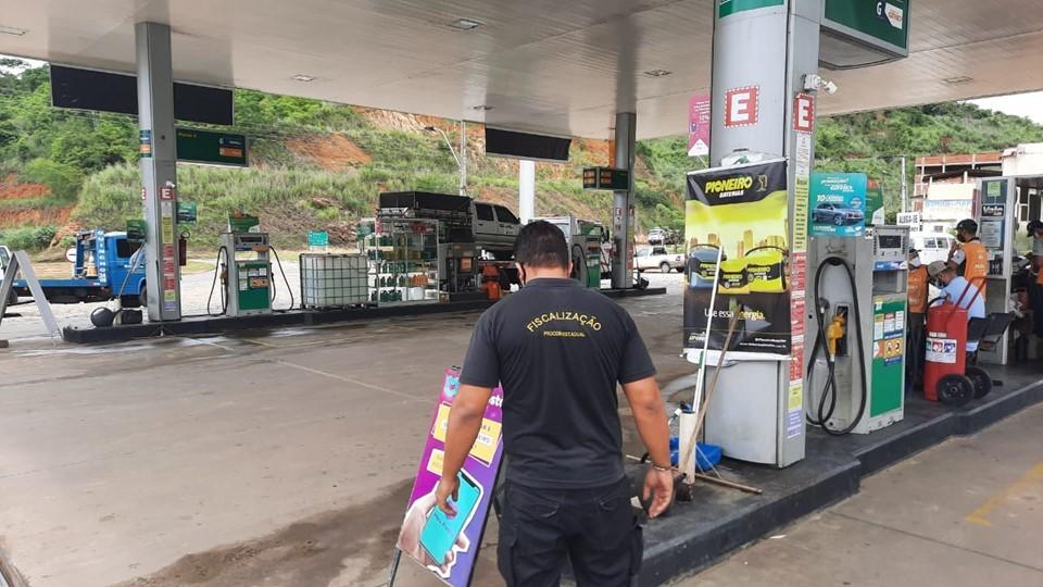 Cashback e afixação de preços: Procon-ES fiscaliza postos de combustíveis no norte do Estado