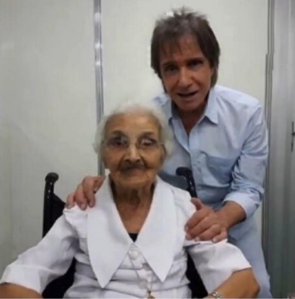 Freira que ensinou Roberto Carlos a ler e escrever morre e ganha homenagem do cantor