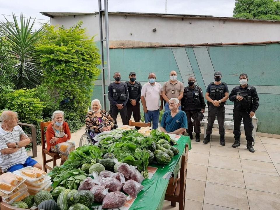 Unidades prisionais realizam doações de hortaliças e legumes a famílias carentes