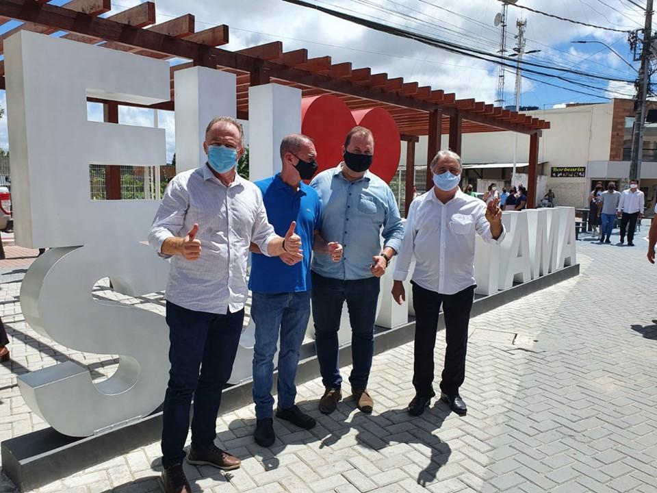 Governador Casagrande faz entregas e visita obras em Sooretama