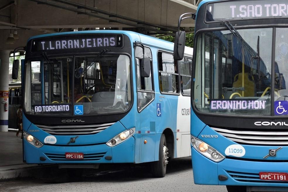 ES inicia suspensão de ônibus e funcionamento mais restrito do comércio