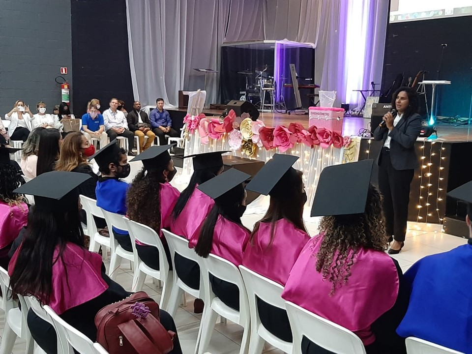 Vice-governadora participa da formatura de 100 mulheres no Projeto 'Mulher Superando o Medo'