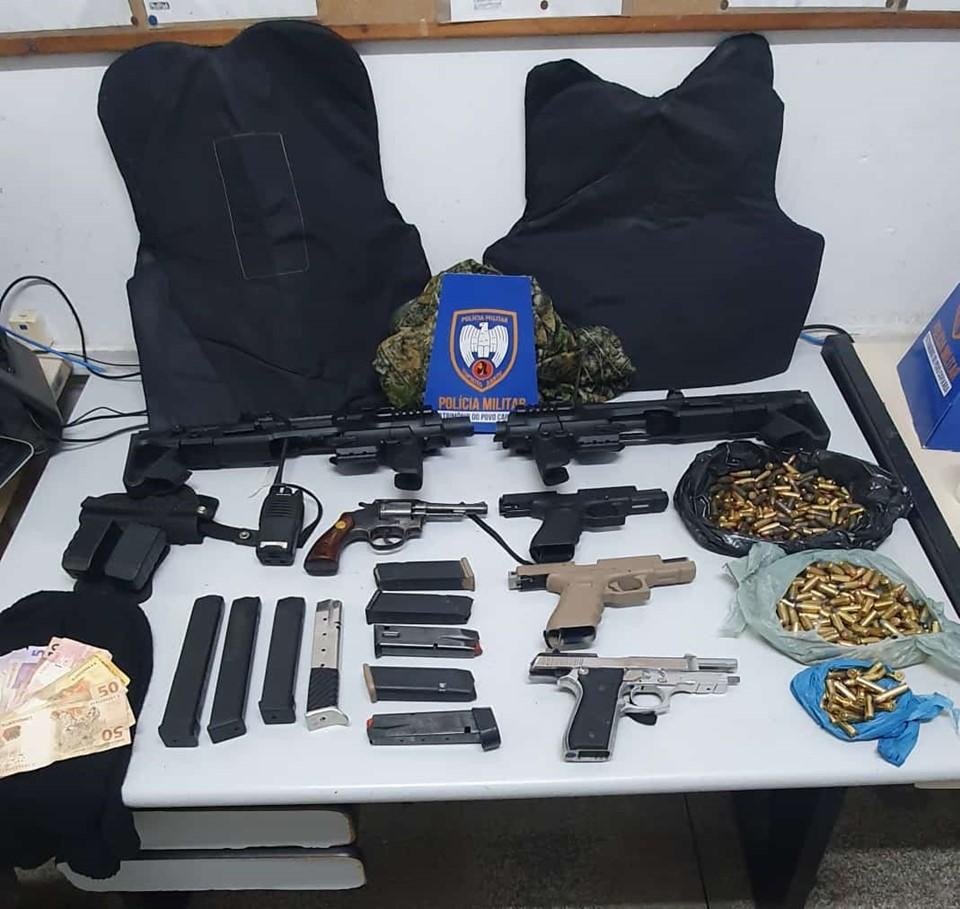 Força Tática do 6º BPM detém suspeitos e apreende grande quantidade de armamento, munições e materiais para a prática de crimes