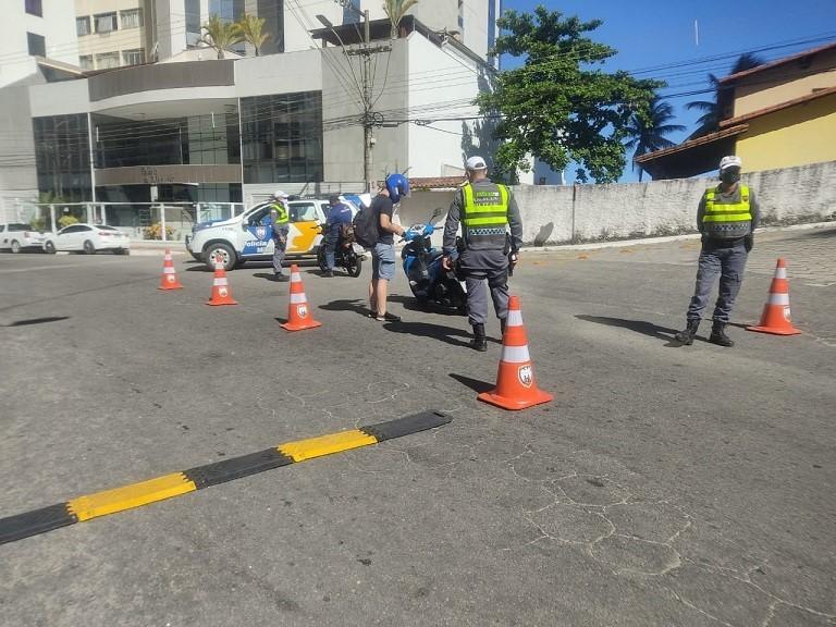 PMES fiscaliza motos com alteração no escapamento e embriaguez ao volante em Guarapari